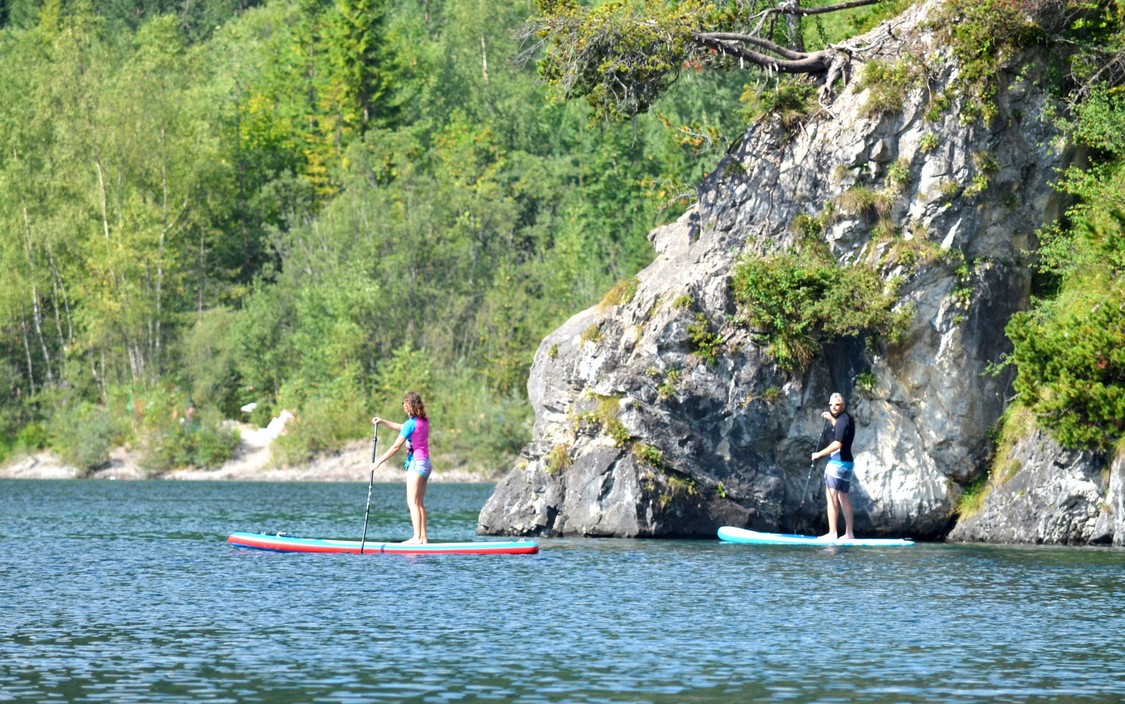 5_alpine_lake_with_sup