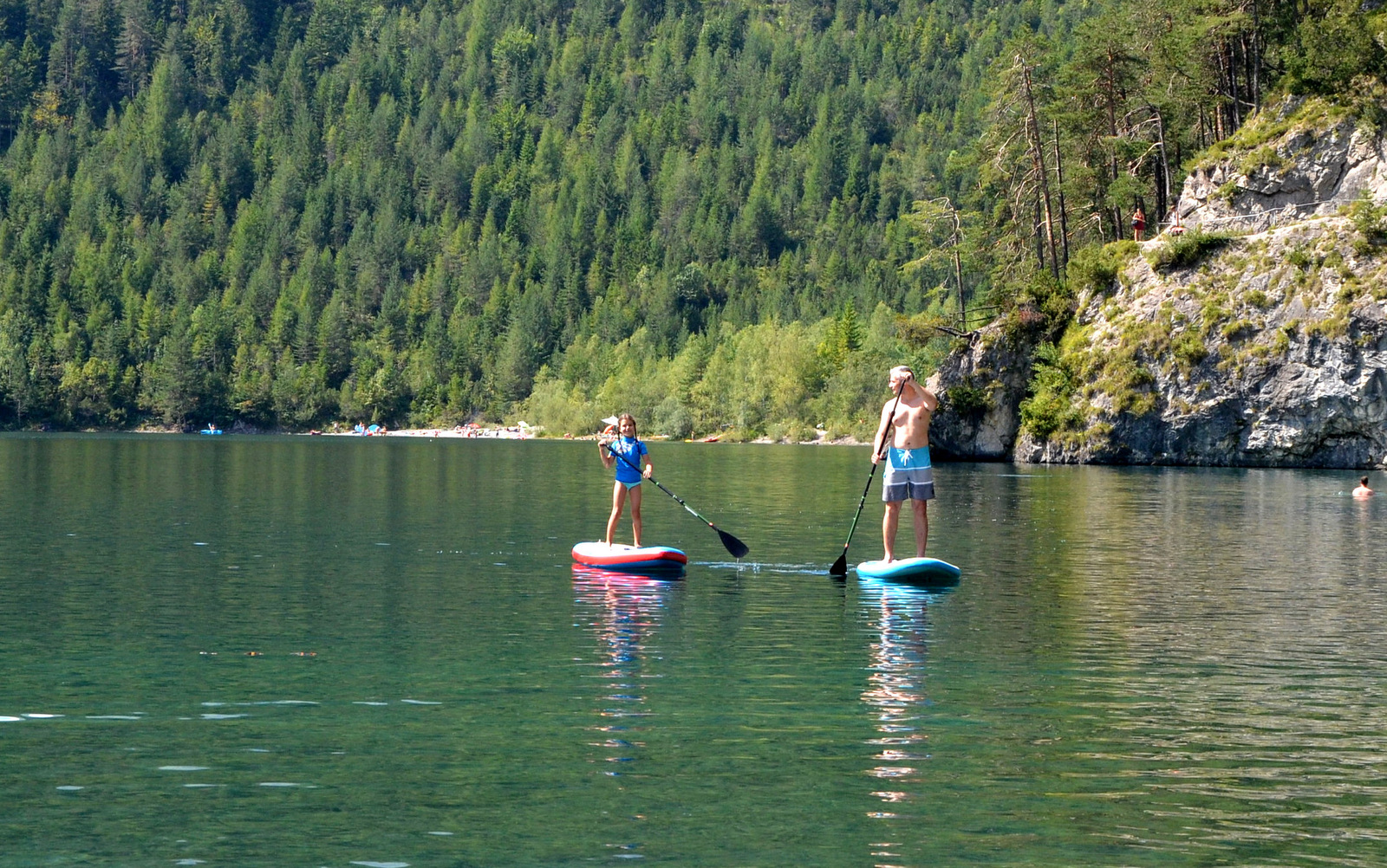 8_alpine_lake_with_sup