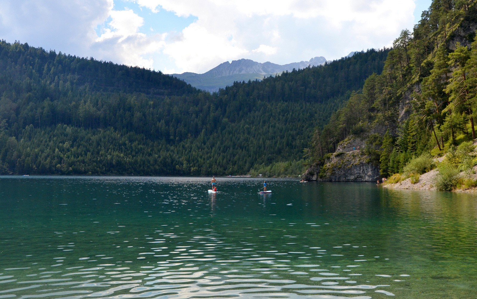 10_alpine_lake_with_sup